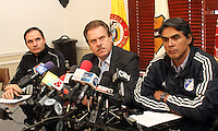 BOGOTA -COLOMBIA- 24 -09-2013.Conferencia de prensa en La Dimayor por la suspensión del partido entre los equipos  Los Millonarios y Atlético Nacional debdido a  los asesinatos de hinchas en Bogotá.De Izquierda a derecha aparecen :Victor Marulanda ,Gerente General del Atlético Nacional ,Ramón Jesurum ,presidente de La Dimayor y Felipe Gaitán,presidente del equipo Los Millonarios. / The press conference for the suspension of Dimayor match between teams Los Millonarios and Atlético Nacional for the murders of fans in Bogotá.De Left to right: Victor Marulanda, general manager of Atletico Nacional, Ramon Jesurum, president of The Dimayor and Felipe Gaitan, Los Millonarios team president. .Photo: VizzorImage / Felipe Caicedo / Staff