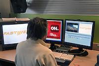 - Fastweb, main alternative operator in broadband telecommunications on fixed network in Italy; video editing room....- Fastweb, principale operatore alternativo nelle telecomunicazioni a banda larga su rete fissa in Italia; sala di montaggio video