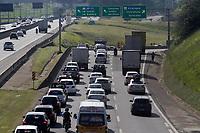 Campinas (SP), 21/01/2021 - Protesto/ICMS - Protesto de revendedores de veículos de Campinas e região, nesta quinta-feira (21), lojistas saíram em carreata pelas ruas da cidade de Campinas (SP), em repudio ao aumento de 207% na aliquota do Imposto sobre Circulação de Mercadorias e Serviços (ICMS) sobre a compra e venda de veículos usados. O movimento na rodovia Anhanguera ficou lento.