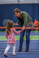 Groningen, Netherlands, 30 June, 2017, Tenniskids, Stadjershal, Parant and kid playing, teaching<br /> Photo: Henk Koster/tennisimages.com