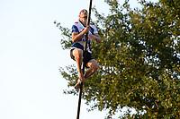 FIERLJEPPEN: IT HEIDENSKIP: 1e klasse Fierljeppen, ©foto Martin de Jong