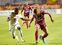 IBAGUE – COLOMBIA, 09-10-2019: Jorge Luis Ramos del Tolima disputa el balón con Andres Felipe Roman del Millonarios durante partido entre Deportes Tolima y Millonarios por la fecha 16 de la Liga Águila II 2019 jugado en el estadio Manuel Murillo Toro de la ciudad de Ibagué. / Jorge Luis Ramos of Tolima struggles the ball with Andres Felipe Roman of Millonarios during match between Deportes Tolima and Millonarios for the date 16 as part of Aguila League II 2019 played at Manuel Murillo Toro stadium in Ibague. Photo: VizzorImage / Juan Carlos Escobar / Cont