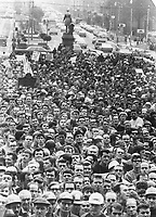 Hardhatted crowd of construction workers demonstrates at Queen's Park against proposed changes in labor legislation<br /> <br /> Photo : Boris Spremo - Toronto Star archives - AQP