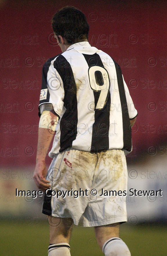 23/01/2005  Copyright Pic : James Stewart.File Name : jspa14_st mirren v airdrie.STUART KEAN SHOW HIS INJURIES AFTER BEING PUSHED OFF THE FIELD ON TO THE RED ASH AT THE SIDE OF THE PARK....Payments to :.James Stewart Photo Agency 19 Carronlea Drive, Falkirk. FK2 8DN      Vat Reg No. 607 6932 25.Office     : +44 (0)1324 570906     .Mobile   : +44 (0)7721 416997.Fax         : +44 (0)1324 570906.E-mail  :  jim@jspa.co.uk.If you require further information then contact Jim Stewart on any of the numbers above.........A