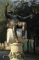 "Europe/Hongrie/Tokay/Tokaj: Statue de ""Bacchus"" et fontaine"