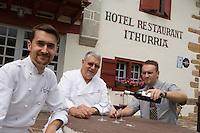 Europe/France/Aquitaine/64/Pyrénées-Atlantiques/Ainhoa: Maurice  Isabal  le père avec ses deux fils, Xavier en cuisine  et Stéphane en salle  Hotel-Restaurant Ithurria