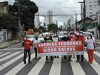 Recife (PE), 20/04/2021 - Protesto-Recife - Professores da Rede Estadual no segundo dia de greve,  fizeram ato simbólico na  escola Joaquim Távora no bairro da Madalena, centro do Recife, nesta terça-feira (20). Ato organizando pelo o Sintepe sindicato da categoria.