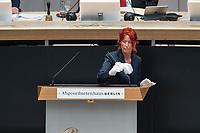 Plenarsitzung des Berliner Abgeordnetenhaus am Donnerstag den 30. April 2020.<br /> Im Bild: Eine Mitarbeiterin des Abgeordnetenhauses desinfiziert zwischen den Redebeitraegen das Rednerpult und die Microphone.<br /> 30.4.2020, Berlin<br /> Copyright: Christian-Ditsch.de<br /> [NUR FUER REDAKTIONELLE ZWECKE! Werbung nur auf Anfrage beim Fotografen. Inhaltsveraendernde Manipulation des Fotos nur nach ausdruecklicher Genehmigung des Fotografen. Vereinbarungen ueber Abtretung von Persoenlichkeitsrechten/Model Release der abgebildeten Person/Personen liegen nicht vor. NO MODEL RELEASE! Don't publish without copyright Christian-Ditsch.de, Veroeffentlichung nur mit Fotografennennung, sowie gegen Honorar, MwSt. und Beleg. Konto: I N G - D i B a, IBAN DE58500105175400192269, BIC INGDDEFFXXX, Kontakt: post@christian-ditsch.de<br /> Bei der Bearbeitung der Dateiinformationen darf die Urheberkennzeichnung in den EXIF- und  IPTC-Daten nicht entfernt werden, diese sind in digitalen Medien nach §95c UrhG rechtlich geschuetzt. Der Urhebervermerk wird gemaess §13 UrhG verlangt.]