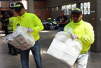 MEDELLIN -COLOMBIA-27-SEPTIEMBRE-2014.Mediante operacion NP Diran Republica 69 fase  XXXIX , fueron incautados 500 kilos de clorhidrato de cocaina . EL operativo se logro luego de ser interceptado el vehiculo   Eagle cisterna de placas TTG 343 a la altura del sector  Patio Bonito del municipio de Santuario en Antioquia , en el interior del receptaculo ( cisterna) se encontraron 582.6 Kilogramos , peso bruto de 500 kilos de clorhidrato de cocaina  .La droga fue mostrada en las instalaciones de La Sijin en Medellin./ By Diran Republic NP operation phase XXXIX 69, were seized 500 kilos of cocaine hydrochloride. The operation was after he intercepted the vehicle Eagle tank TTG 343 plates to match industry Patio Bonito municipality of Santuario in Antioquia, inside the receptacle (tank) achievement 582.6 kilograms were found, gross weight of 500 kilos of hydrochloride of cocaine drug was shown in the  SIJIN in Medellin.  Photo:VizzorImage / Luis Rios / Stringer