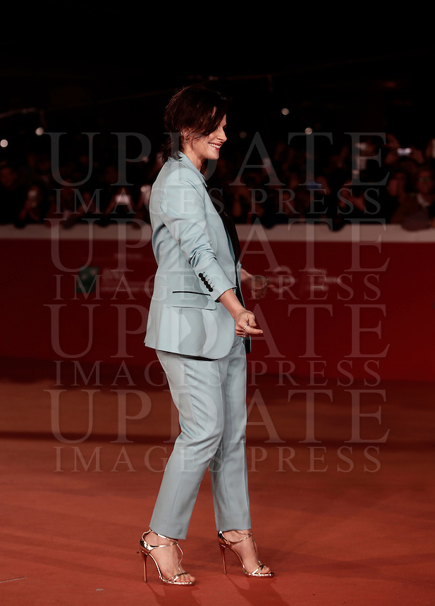 """French actress Juliette Binoche dances on the red carpet for a special screening of the movie """"The English Patient"""" during the international Rome Film Festival at Rome's Auditorium, 22 October 2016. The Film Festival celebrates one of the most beloved of Cinema History 'The English Patient' by Anthony Minghella, released twenty years ago (in 1996). <br /> UPDATE IMAGES PRESS/Isabella Bonotto"""