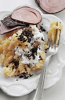 Europe/France/Midi-Pyrénées/46/Lot: Purée de pommes de terre au beurre salé et aux truffes à l'andouille