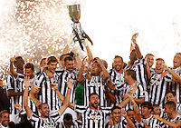 Calcio, Supercoppa di Lega: Juventus vs Lazio. Roma, stadio Olimpico, 18 agosto 2013<br /> Juventus players hold up the Italian League Supercup trophy at the end of the football final match between Juventus and Lazio, at Rome's Olympic stadium,  18 August 2013. Juventus won 4-0.<br /> UPDATE IMAGES PRESS/Riccardo De Luca