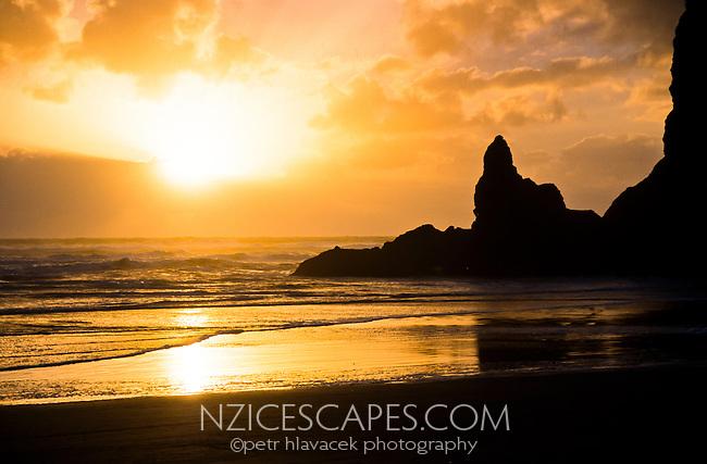 Sunset on Piha Beach west of Auckland - West Auckland, New Zealand