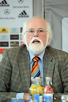 Prof. Dr. Gunter A. Pilz, Mitglied der DFB-Kommission für Prävention und Sicherheit<br /> DFB-Pressekonferenz zum Thema Sicherheit im Fussball<br /> *** Local Caption *** Foto ist honorarpflichtig! zzgl. gesetzl. MwSt. Auf Anfrage in hoeherer Qualitaet/Aufloesung. Belegexemplar an: Marc Schueler, Am Ziegelfalltor 4, 64625 Bensheim, Tel. +49 (0) 151 11 65 49 88, www.gameday-mediaservices.de. Email: marc.schueler@gameday-mediaservices.de, Bankverbindung: Volksbank Bergstrasse, Kto.: 151297, BLZ: 50960101