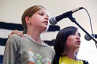 Sterenn DIRIDOLLOU et Alwena LE GALL, deux jeunes chanteuses de kan an diskan que l'on rencontre assez souvent dans les festou-noz.Fest-Deiz Gouel ERwan
