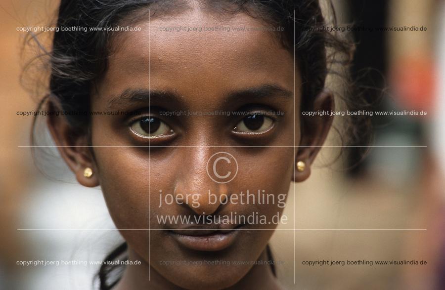 INDIA, lifeline express a hospital train from Impact India at railway station Calicut in Kerala, free surgery operation like eye problems, cleft lip and other disabilities from Polio / INDIEN, lifeline express, ein Hospitalzug von Impact India, wird u.a. auch von TATA finanziert, auf dem Bahnhof in Calicut Kerala, kostenlose Operationen wie Augenoperation , Beseitigung von Hasenscharte, Gaumenspalte und durch Polio hervorgerufene Behinderungen fuer arme Menschen