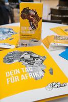 """Unter dem Motto """"Bildung ernaehrt Menschen"""" setzt sich Aktion Tagwerk für eine ausgewogene Ernaehrung in Afrika ein. Ministerpraesidentin Malu Dreyer und Tagwerk-Vorsitzende Nora Weisbrod rufen in Berlin Schulen in Deutschland zum bundesweiten """"Tag fuer Afrika"""" 2019 auf.<br /> 15.3.2019, Berlin<br /> Copyright: Christian-Ditsch.de<br /> [Inhaltsveraendernde Manipulation des Fotos nur nach ausdruecklicher Genehmigung des Fotografen. Vereinbarungen ueber Abtretung von Persoenlichkeitsrechten/Model Release der abgebildeten Person/Personen liegen nicht vor. NO MODEL RELEASE! Nur fuer Redaktionelle Zwecke. Don't publish without copyright Christian-Ditsch.de, Veroeffentlichung nur mit Fotografennennung, sowie gegen Honorar, MwSt. und Beleg. Konto: I N G - D i B a, IBAN DE58500105175400192269, BIC INGDDEFFXXX, Kontakt: post@christian-ditsch.de<br /> Bei der Bearbeitung der Dateiinformationen darf die Urheberkennzeichnung in den EXIF- und  IPTC-Daten nicht entfernt werden, diese sind in digitalen Medien nach §95c UrhG rechtlich geschuetzt. Der Urhebervermerk wird gemaess §13 UrhG verlangt.]"""