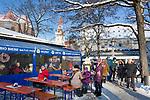 Deutschland, Bayern, Oberbayern, Muenchen: Viktualienmarkt, im Hintergrund das Alte Rathaus   Germany, Upper Bavaria, Munich: Viktualien Market, at background tower of the old cityhall