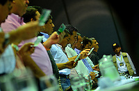PEREIRA - COLOMBIA- 06-03-2013: Carlos Albeiro Ocampo de Ansermanuevo y Joaquín Yalanda lideres cafeteros del Valle y Cauca, durante reunión en Pereira, Colombia, para ponerle fin a la huelga y los bloqueos en las carreteras del país, que lleva más de una semana, causando desabastecimiento de alimentos y aislamiento. (Foto: VizzorImage / Cont.). Carlos Albeiro Ocampo of Ansermanuevo and Joaquín Yalanda from Valle and Cauca, coffee growers dialogue in Pereira, Colombia, to end the strike and road blocks in the country, it takes more than a week, causing food shortages and isolation. (Photo: VizzorImage / Cont.).