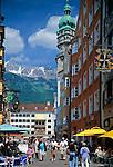 Austria, Tyrol, Innsbruck: the Golden Roof at old town with Karwendel mountains | Oesterreich, Tirol, Innsbruck: das Goldene Dachl in der Altstadt vorm Karwendelgebirge - Nordkette
