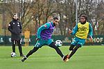 22.11.2020, Trainingsgelaende am wohninvest WESERSTADION,, Bremen, GER, 1.FBL, Werder Bremen Training, im Bild<br /> <br /> <br /> <br /> Tahith Chong (SV Werder Bremen #22). rechts, und Jean-Manuel Mbom (SV Werder Bremen #34) im Zweikampf um den Ball, Florian Kohfeldt (Cheftrainer SV Werder Bremen) im Hintergrund<br /> <br /> Foto © nordphoto / Gumz