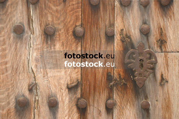 ancient wooden door<br /> <br /> antigua puerta de madera<br /> <br /> alte Holztür