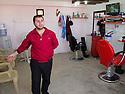 Iraq 2013 .In Domiz Refugee Camp, the barbershop   .Irak 2013 .Dans le camp de Domiz, le coiffeur pour hommes