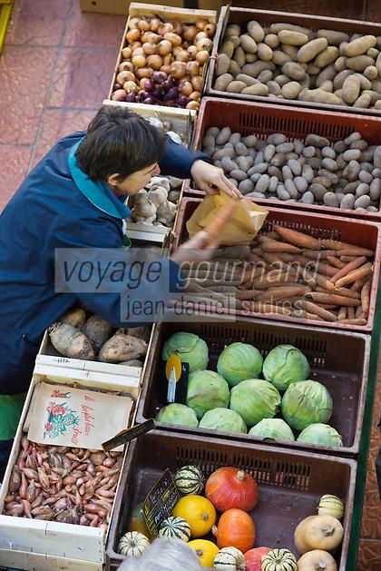 Europe/France/Centre/41/Loir-et-Cher/Sologne/Romorantin-Lanthenay: Le marché sous la Halle // Europe/France/Centre/41/Loir-et-Cher/Sologne/Romorantin-Lanthenay: The market in the Halle
