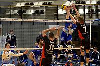 27-02-2021: Volleybal: Amysoft Lycurgus v Computerplan VCN: Groningen Lycurgus speler Bennie Tuinstra slaat de bal langs VCN  speler  Tom van Reeuwijk