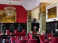 Café Roland iam Hauptplatz, Hlavne nam., Bratislava, Bratislavsky kraj, Slowakei, Europa<br /> Café Roland at main square Hlavne nam., Bratislava, Bratislavsky kraj, Slovakia, Europe