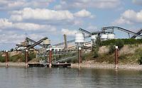 Nederland Nijmegen - September 2020 . De Waal. K3Delta bouwgrondstoffen. Zand en grind. Foto : ANP/ Hollandse Hoogte / Berlinda van Dam