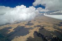 Konvergenz: AMERIKA, VEREINIGTE STAATEN VON AMERIKA, NEW MEXICO,  (AMERICA, UNITED STATES OF AMERICA), 07.05.2011 Konvergenz, Zusammentreffen unterschiedlicher Luftmassen in der Praerie von New Mexico, Sichtbar durch unterschiedliche Basishoehen der Cumuls Wolken, Aufwind Strasse, Wolke, Cumulus,  art, Abstract, Abstraction, Abstracts, Abstrakt, Abstrakte, Abstraktion, Aerial, Aerial image, Aerial photo, Aerial Photograph, Aerial Photography, Aerial picture, Aerial View, Aerial Views,  America, Amerika, Art, Auf dem Land,  Aussen, Aussenansicht,  Bird eye, Blick von oben,  Country, Country-side, Countryside, Culture, Cultures, Draussen, Fine Art,  Form, From above, Kein mensch, Keine Menschen, Keine Person, Keine Personen, Kultur, Kulturell, Kulturen, Kunst, Laendlich, Laendliche, Laendliche Gegend, Laendliche Szene,  Landscape, Landscapes, Landschaft, Landschaften,  Luftansicht, Luftaufnahme, Luftaufnahmen, Luftbild, Luftbilder, Luftbildfotografie, Luftbildfotografien, Luftbildphotografie, Luftbildphotografien, Luftfoto, Luftfotos, Luftphoto, Luftphotos, Neu, Neue, Neuer, Neues, New, new Mexico, new mexiko, Niemand,  Outdoor, Outdoor, Life Outdoor, view Outdoors, Outside, Outsides, Outward, Perspective, United States United States of America, USA, Vereinigte Staaten Vereinigte Staaten von Amerika, Vogelperspektive, Vogelperspektiven,  Wueste, Sand, sandig, Landleben, Huegel und Berge oestlich des Rio Grande, Wueste,  USA, Vereinigte, Staaten, von Amerika, US, New Mexico, Mexiko, Wueste, trocken, vertrocknet, ausgetrocknet, Duerre, Landschaft, Landschaften, natur, Weite, endlos, Horizont, Wolke, Wolken, Berge, Bergland, Huegelland, Rio, Grand, Cumulus,