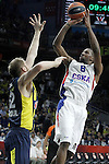 Fenerbahce Ulker Istambul's Luka Zoric (l) and CSKA Moscow's Demetris Nichols during Euroleague Third Place Game. May 15,2015. (ALTERPHOTOS/Acero)
