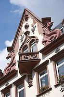 Europe/Allemagne/Bade-Würrtemberg/Heidelberg: détail maison baroque dans dans la rue principale Hauptstrasse