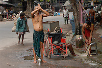 "Asien Suedasien Indien Westbengalen Megacity Kalkutta, obdachlose Menschen beim Morgenbad und Gebet  - Strassenleben xagndaz | .South asia India Westbengal Calcutta Kolkatta, homeless people at street in the morning .| [ copyright (c) Joerg Boethling / agenda , Veroeffentlichung nur gegen Honorar und Belegexemplar an / publication only with royalties and copy to:  agenda PG   Rothestr. 66   Germany D-22765 Hamburg   ph. ++49 40 391 907 14   e-mail: boethling@agenda-fototext.de   www.agenda-fototext.de   Bank: Hamburger Sparkasse  BLZ 200 505 50  Kto. 1281 120 178   IBAN: DE96 2005 0550 1281 1201 78   BIC: ""HASPDEHH"" ,  WEITERE MOTIVE ZU DIESEM THEMA SIND VORHANDEN!! MORE PICTURES ON THIS SUBJECT AVAILABLE!!  ] [#0,26,121#]"