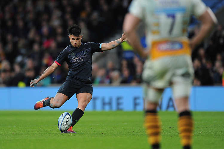 Marcus Smith of Harlequins takes a conversion attempt during Big Game 11, the Gallagher Premiership Rugby match between Harlequins and Wasps, at Twickenham Stadium on Saturday 29th December 2018 (Photo by Rob Munro/Stewart Communications)