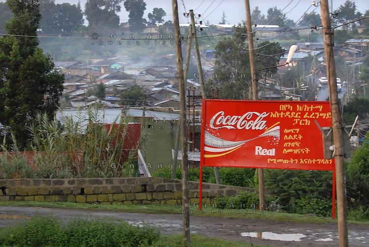 Addis Abeba, panorama sulla bidonville e pubblicità Coca Cola