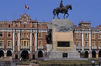 Amérique/Amérique du Sud/Pérou/Lima : Plaza San Martin et la statue équestre de José de San Martin