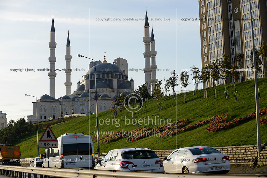 TURKEY Istanbul, new buildings and Mimar Sinan mosque in suburban Atasehir / TUERKEI Istanbul, Mimar Sinan Moschee und Neubauten in den Vorstaedten Atasehir