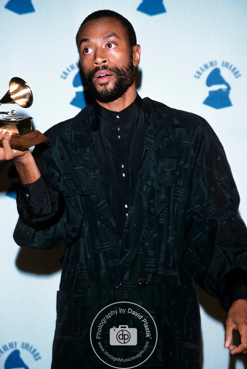 Bobby McFerrin in the press room at the 29th Annual Grammy Awards. February 1987..© David Plastik / Retna Ltd.. Bobby McFerrin at the Grammy Awards 1987