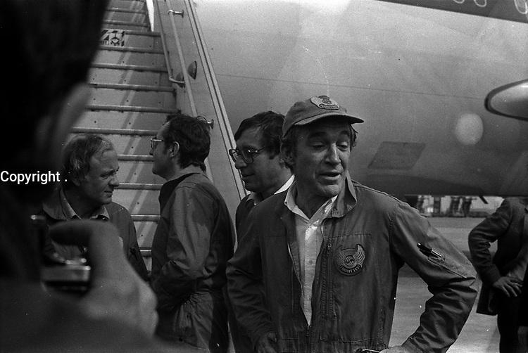 1er vol d'essai de l'Airbus A310, aérodrome Toulouse-Blagnac. 3 avril 1982.<br /> <br />  membres de l'équipage au pied de l'avion : devant Bernard Ziegler (chef pilote) derrière lui deg. à d. Gunter Scherer, Jean-Pierre Flamant et Gérard Guyot (ingénieur en vol).