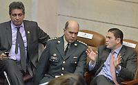 BOGOTÁ -COLOMBIA. 17-06-2013. Juan Carlos Pinzón (D), ministro de defensa de Colombia, y el General Sergio Mantilla (I), comandante del Ejército, durante debate para la aprobación de la ley estatutaria del fuero militar realizado en plenaria de la Cámara de Representantes de la República de Colombia hoy en Bogotá, Colombia. Atras el representante  Carlos Zuluaga./  Juan Carlos Pinzon (R), minister of defense of Colombia, and general Sergio Mantilla Army commander during discussion for the approval of statutory law of military justice at plenary of the House of Representatives of the Republic of Colombia today in Bogota, Colombia. Back is Carlos Zuluaga representative. Photo: VizzorImage / Str