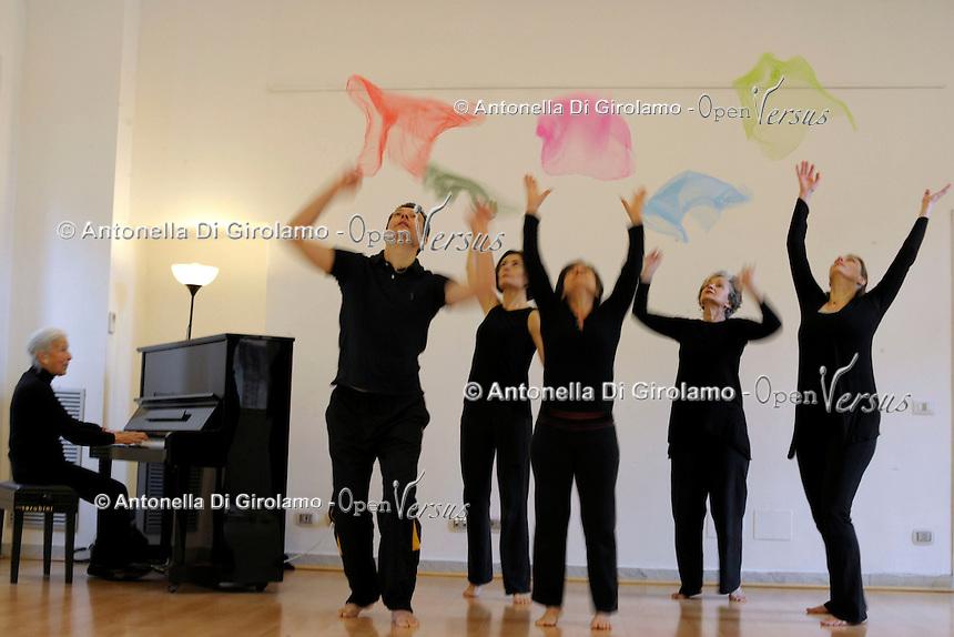 Il Metodo Dalcroze.Educazione musicale con il Metodo Dalcroze consiste nel mettere in relazione i movimenti naturali del corpo, il linguaggio musicale e le facoltà di immaginazione e di riflessione.<br /> L'AIJD, Associazione Italiana Jaques-Dalcroze, è l'associazione culturale che si occupa di promuovere e diffondere il metodo in Italia.<br /> The Dalcroze method. Music Education with the Dalcroze Method consists in linking the natural movements of the body, the language of music and the faculties of imagination and reflection. <br /> The AIJD, the Italian Association of Jaques-Dalcroze, is the cultural association that works to promote and disseminate the method in Italy.