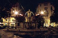 Milano, quartiere Bovisa, periferia nord. La fontana di piazza Bausan --- Milan, Bovisa district, north periphery. The fountain in Bausan square