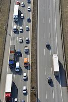 Stau auf der A1 bei Billstedt : EUROPA, DEUTSCHLAND, HAMBURG, (EUROPE, GERMANY), 01.03.2013: Stau au der A1 bei Billstedt