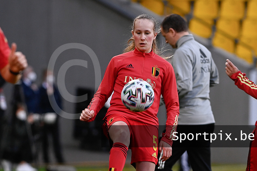 Feli Delacauw (5) of Belgium  pictured during the warming up of a friendly female soccer game between the national teams of Germany and  Belgium , called the Red Flames  in a pre - bid tournament called Three Nations One Goal with the national teams from Belgium , The Netherlands and Germany towards a bid for the hosting of the 2027 FIFA Women's World Cup , on Sunday 21 st of February 2021  in Aachen , Germany . PHOTO SPORTPIX.BE | SPP | STIJN AUDOOREN