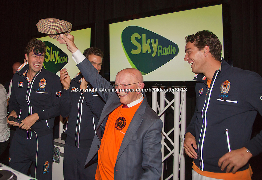 14-sept.-2013,Netherlands, Groningen,  Martini Plaza, Tennis, DavisCup Netherlands-Austria, ,  Dutch Team celebration with students , Ltr: , Robin Haase, Jean-Julien Rojer,  opa Scheer and Jesse Huta Galung <br /> Photo: Henk Koster