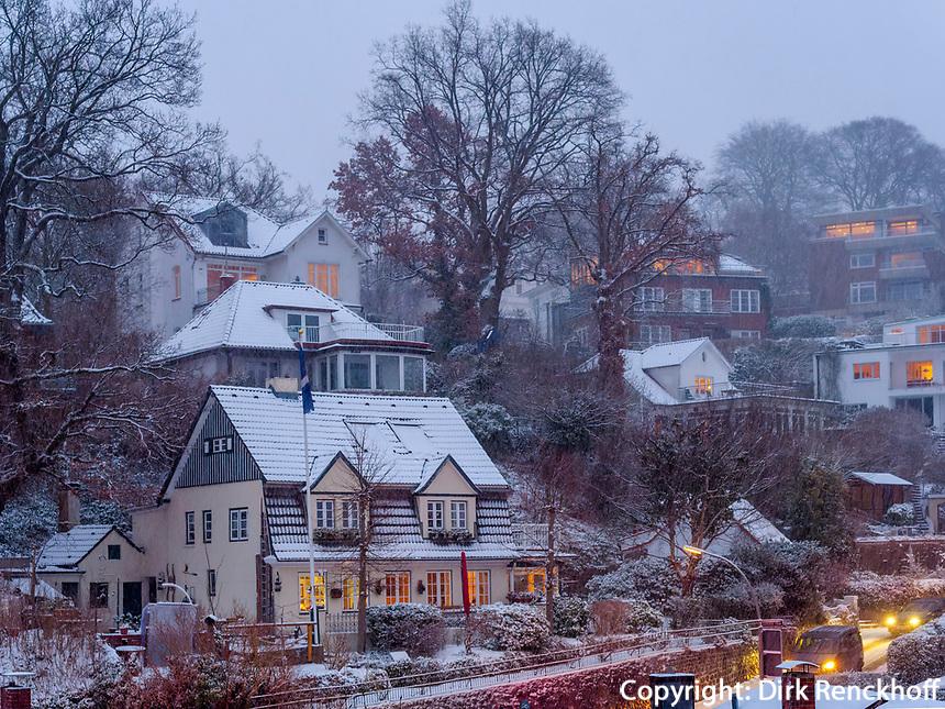 Blaue Stunde im verschneiten Treppenviertel in  Hamburg-Blankenese, Deutschland, Europa<br /> Blue hour-dusk in snow-covered Treppenviertel, Hamburg -Blankenese, Germany, Europe