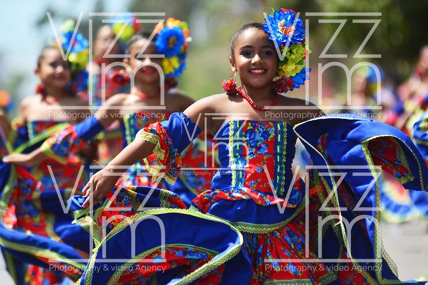 BARRANQUILLA - COLOMBIA, 24-02-2019: Con el desfile del Carnaval de Los Niños los organizadores de las fiestas del dios momo aseguran la continuidad de la tradición, que fue declarada Patrimonio Cultural e Intangible de la Humanidad. Este evento es el abreboca del Carnaval de Barranquilla 2019 que llegará a su máxima expresión a partir del próximo fin de semana y hasta el martes 5 de marzo de 2019. / With the parade of the Children's Carnival, the organizers of the celebrations of the god momo ensure the continuity of the tradition, which was declared Cultural and Intangible Heritage of Humanity. This event is the opening of the Carnival of Barranquilla 2019 that will reach its maximum expression from next weekend and until Tuesday March 5, 2019. Photo: VizzorImage / Alfonso Cervantes / Cont.
