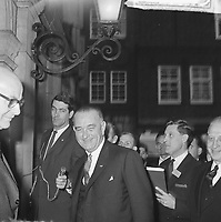 Reception for US Vice President Lyndon B. Johnson at Amsterdam City Hall, November 6, 1963.<br /> Photographer Koch, Eric / Anefo